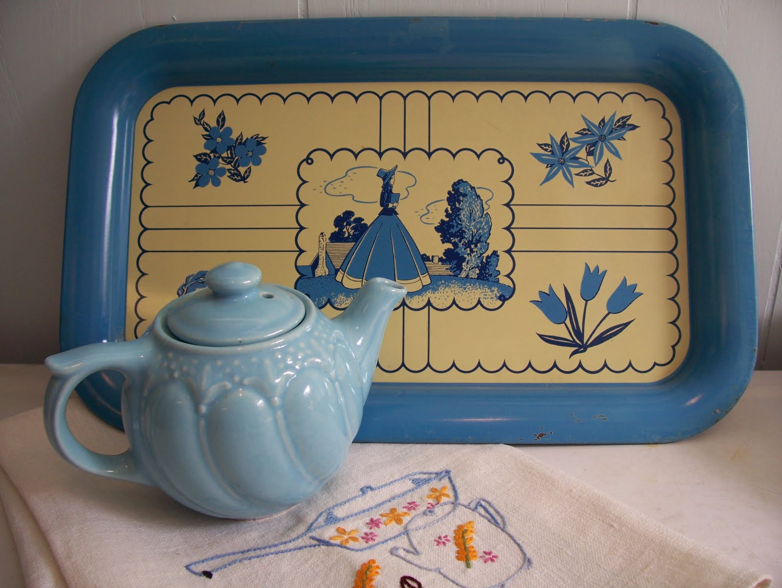 kitsch 39 n stuff decorating your vintage style blue and yellow kitchen