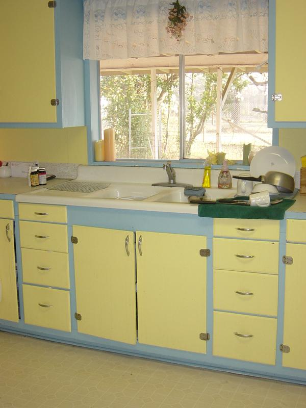 Kitsch 'n Stuff Decorating Your Vintage Style Blue And Yellow Kitchen