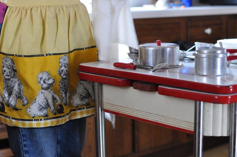 c dianne zweig kitsch n stuff baking with vintage toy five delft blue holland kitchen collectibles