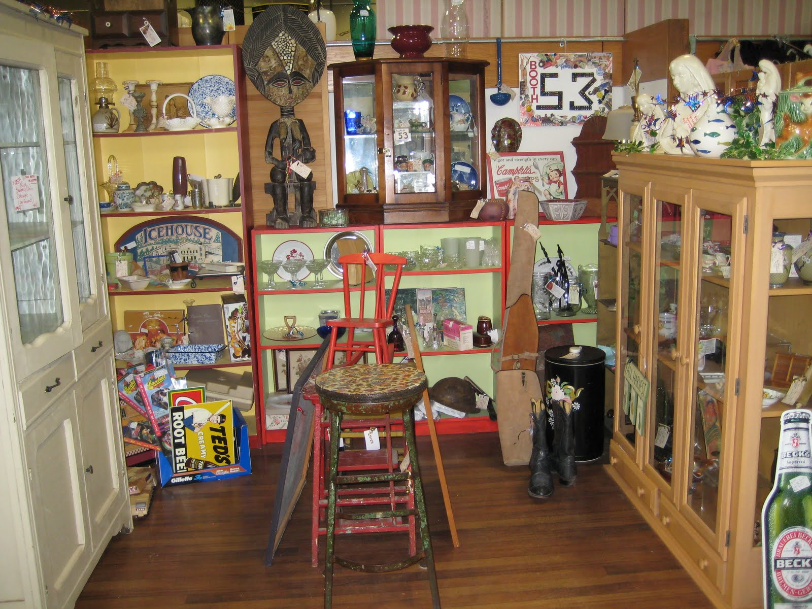 Boutique booth display ideas images for Antique decoration ideas