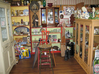 C Dianne Zweig Kitsch N Stuff Antique Booth Display