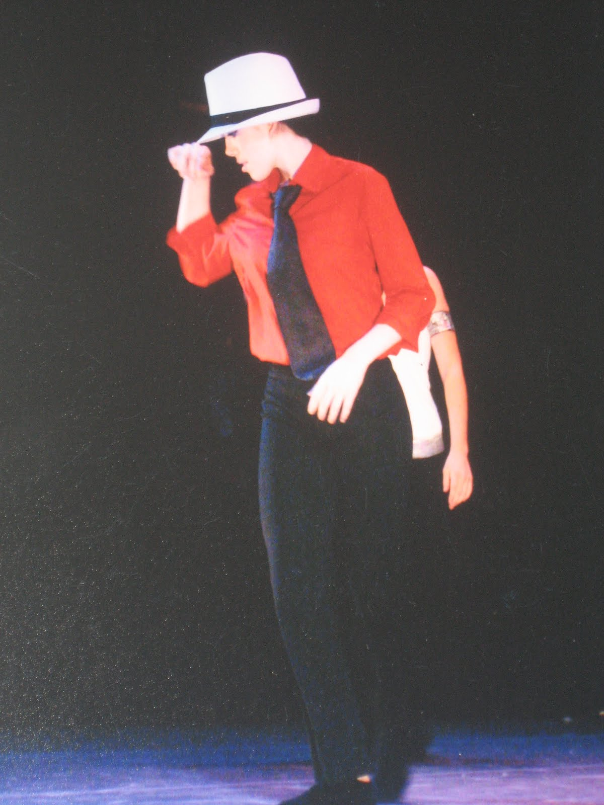 http://3.bp.blogspot.com/_edCjm5I2cKI/Sw_r9qT3J6I/AAAAAAAAAA4/EvzF-KPaCe4/s1600/Michael+Jackson+dance.JPG
