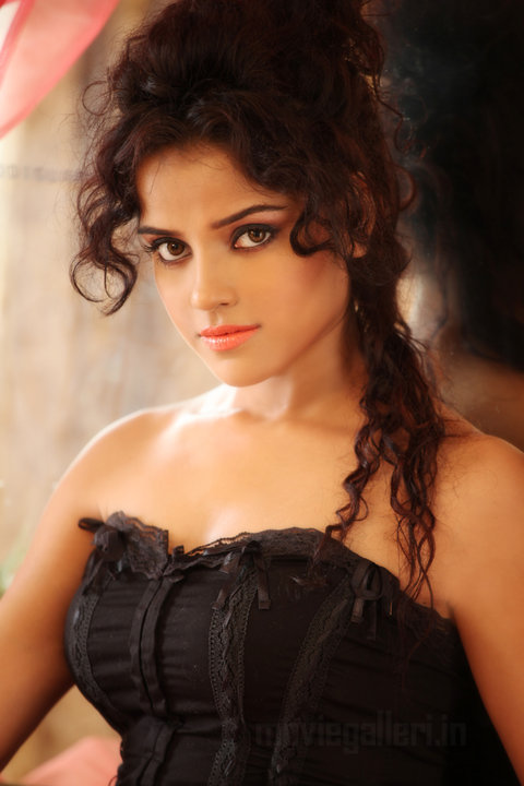 Actress Piaa Bajpai Hot Photoshoot Pictures