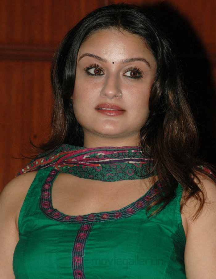 Sonia Agarwal Hot Pics from Vaanam Movie Press Meet