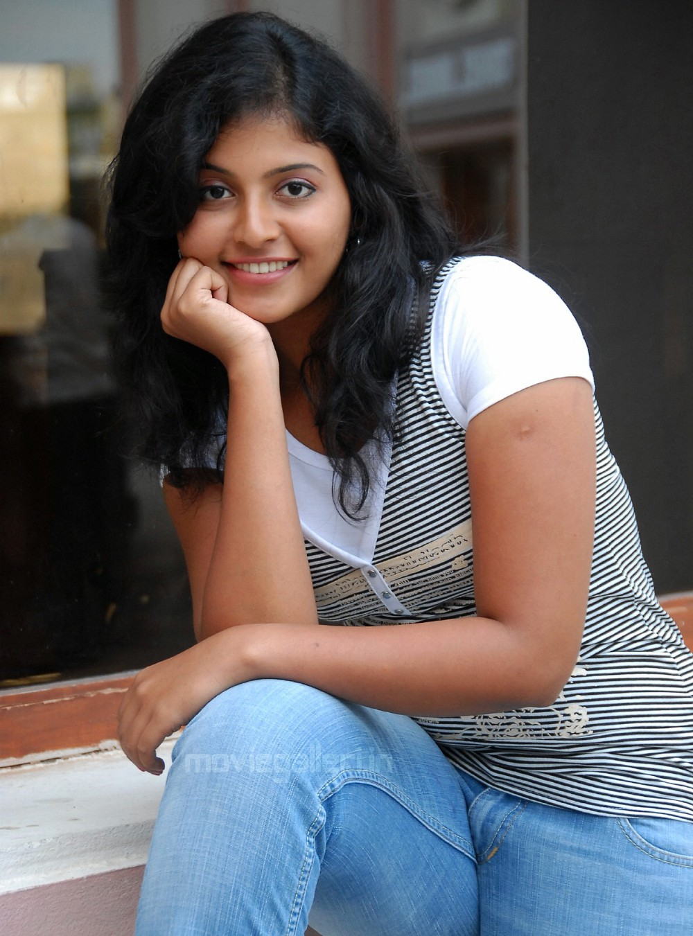 Tamil Actress Anjali Latest Hq Cute Stills In Jeans New Movie Posters