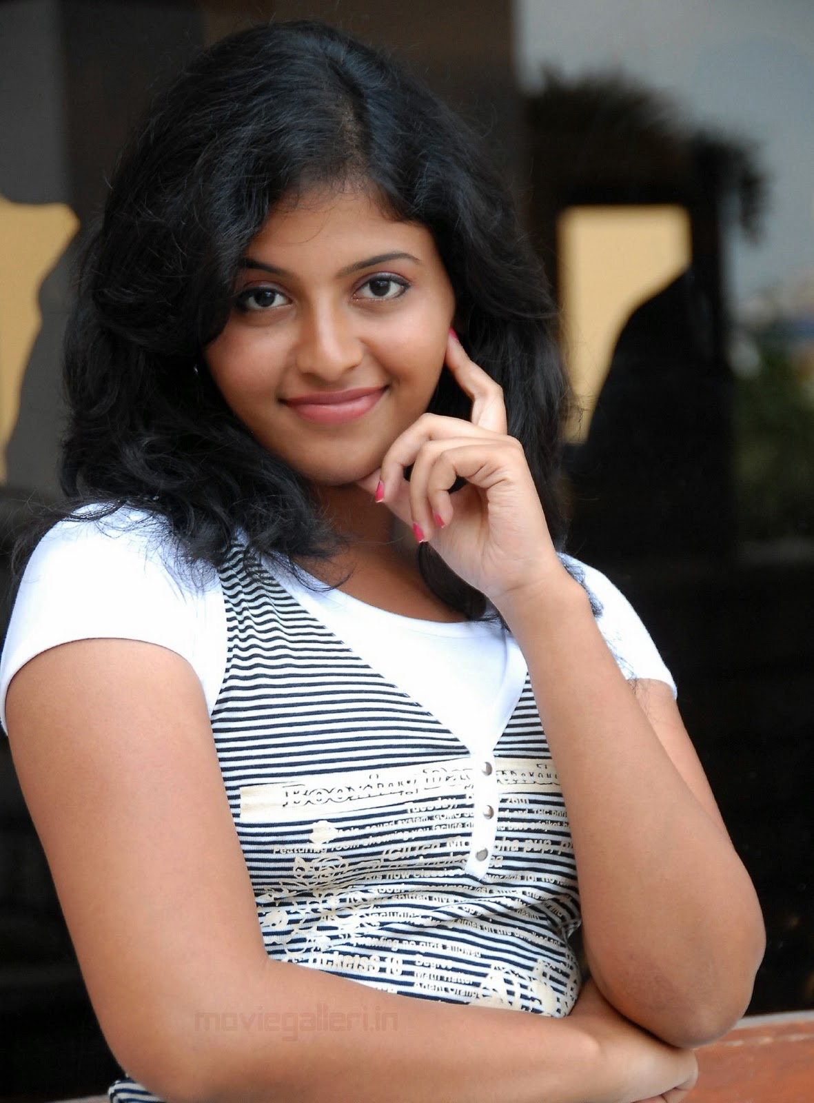 http://3.bp.blogspot.com/_eewr1b1LpYA/TMO33Qo3aRI/AAAAAAAAJzY/t4bgmn-myKE/s1600/actress_anjali_latest_cute_wallpapers_stills_10.jpg