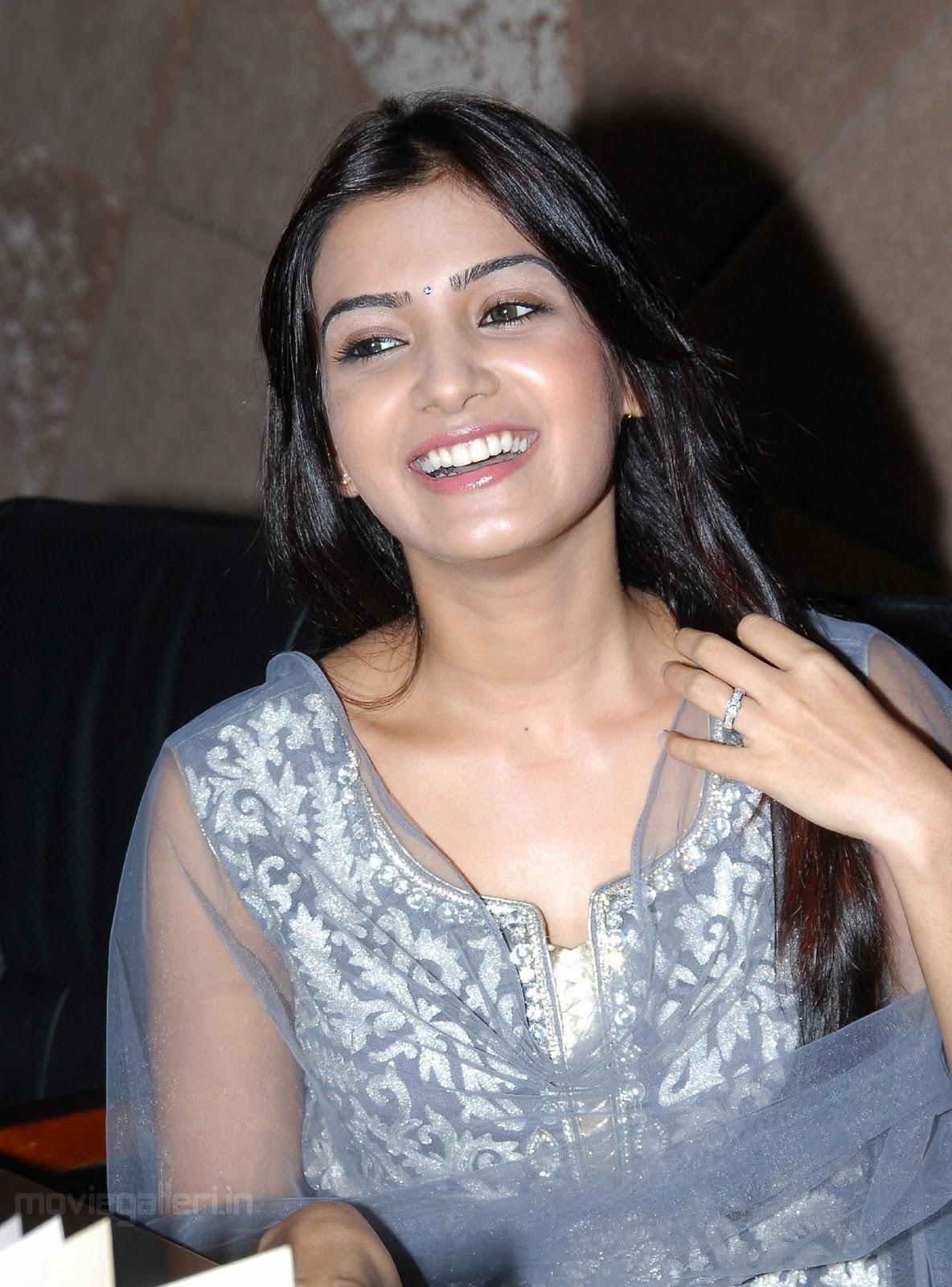 http://3.bp.blogspot.com/_eewr1b1LpYA/TMO8uGq02FI/AAAAAAAAJ10/ZLzmDMYl4bQ/s1600/actress_samantha_cute_smile_stills_wallpapers_06.jpg
