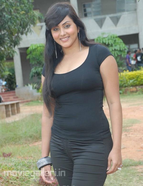 namitha-latest-hot-photos-pics-stills-02.jpg