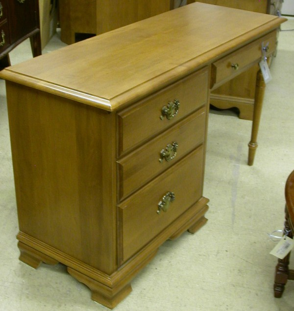 Roxton And Vialis Furniture