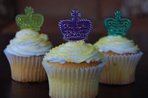 Mardi Gras crown cupcakes