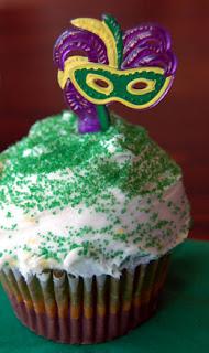 Mardi Gras plume mask cupcakes
