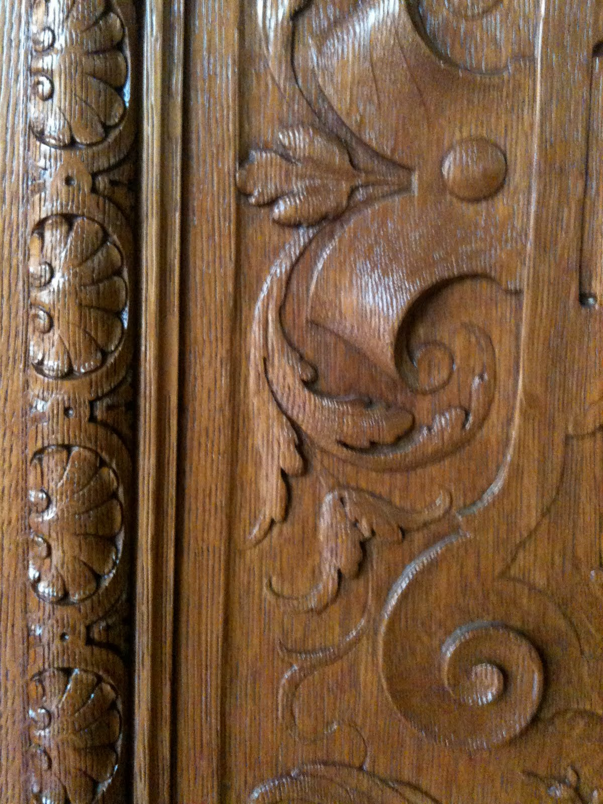 Surface fragments ny public library carved wooden doors