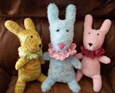 Conejo o conejito de guantes reciclados
