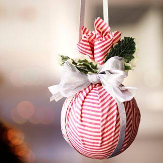 Reciclar nuestros chirimbolos navideños con tela (removible)