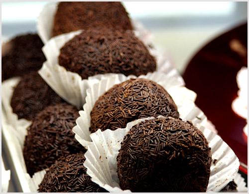 Trufas de grana de chocolate o brigadeiros, receta