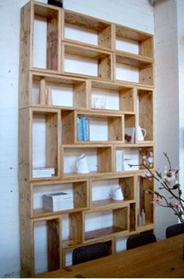 Recidecora estanter as con cajas de vino de madera recicladas - Estanterias para vino ...