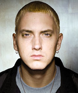 Eminem with ring and lockit