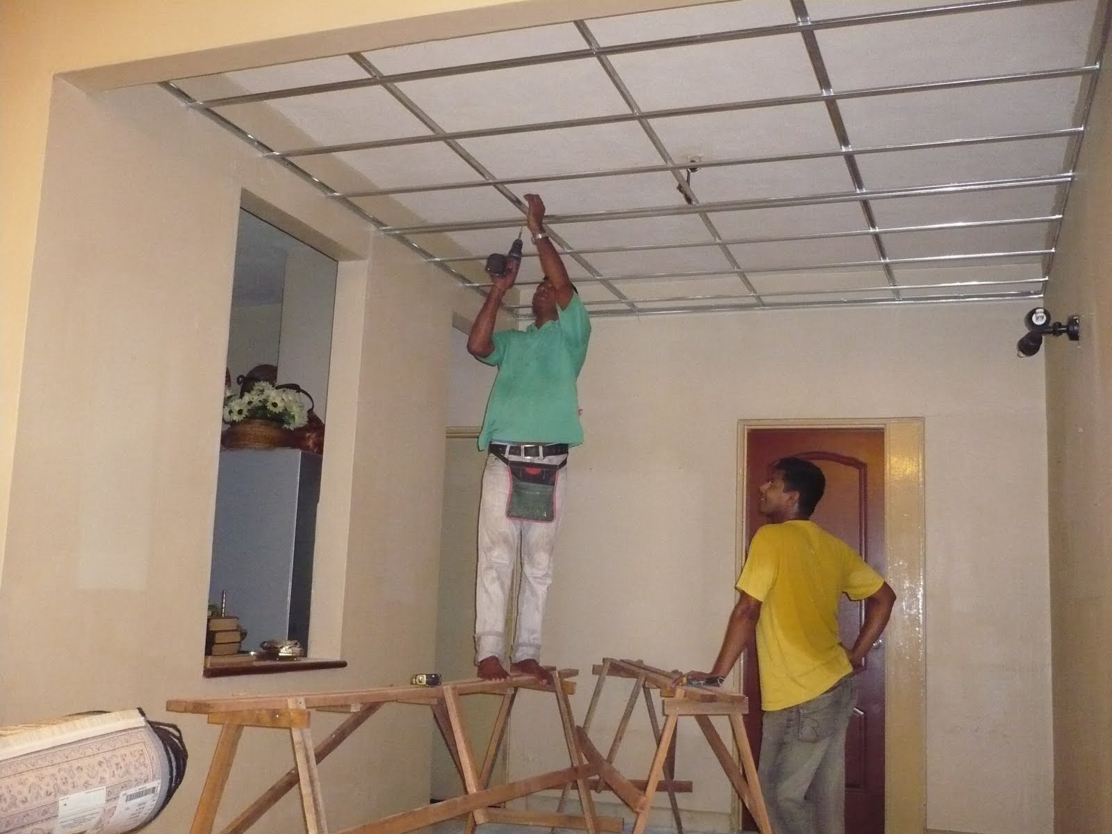 Mereka Pasang Bars Utk Support The Ceiling Board