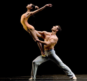 With a danseur or male basketball player and Keywords arts, ballet, dance