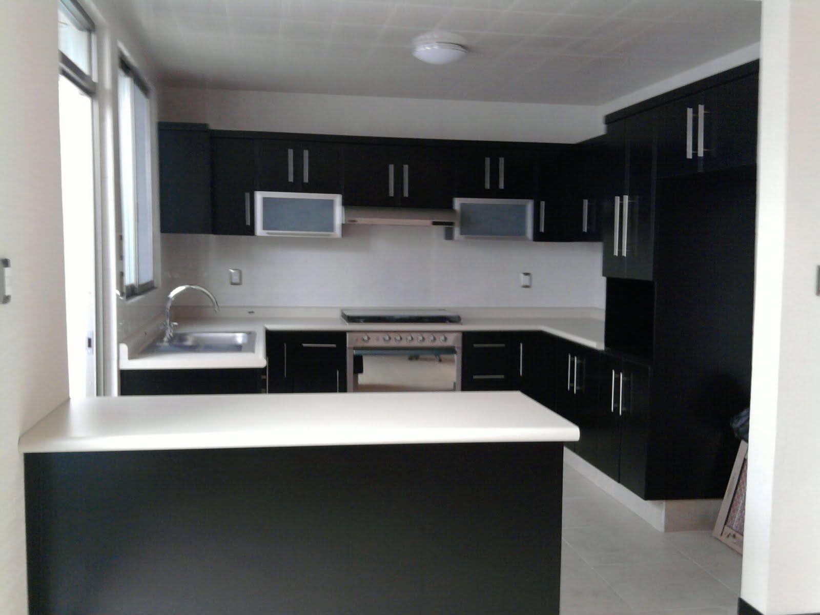 Excelente residencia minimalista comedor y cocina for Decoracion minimalista cocina