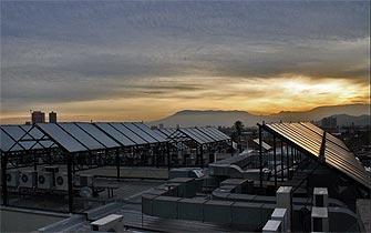 Chile hoy paneles solares llegan a los tejados chilenos for Tejados solares