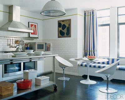 Modern white kitchen-a narrow green border as a design motif