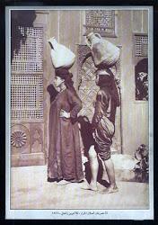 سقا حريمى - بنتين مصريتيين زى العسل تحملان زيرين بمعجزة اتزانية لبس لها نظير - 1878  أى منذ 132 سنة