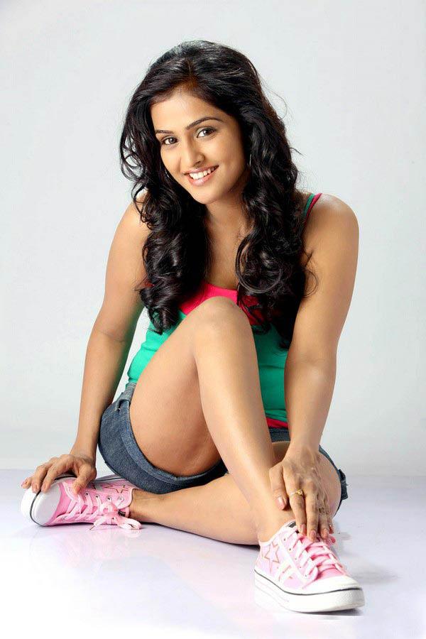 telugu actress hot. Telugu actress Ramya Nambeesan