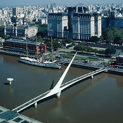 El Puente de la Mujer en la ciudad de Buenos Aires, República Argentina.