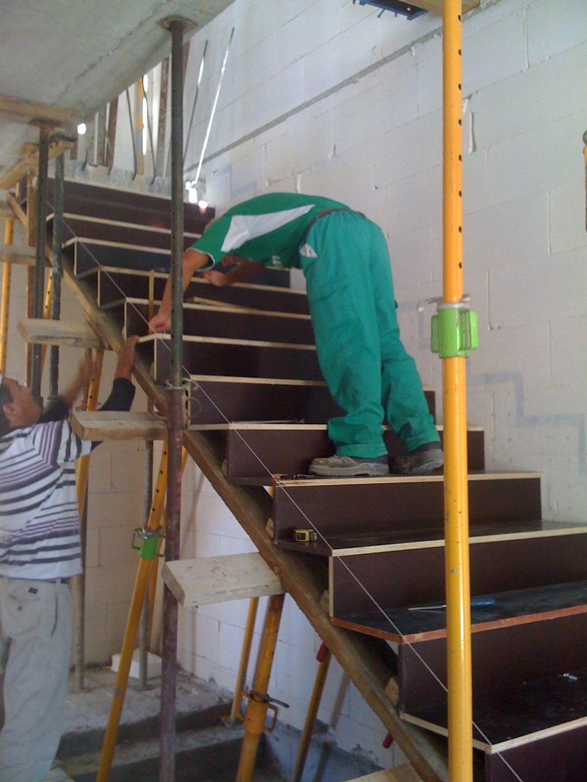 Equipo aparejador arquitectos t cnicos zancas escalera for Como hacer una escalera de cemento