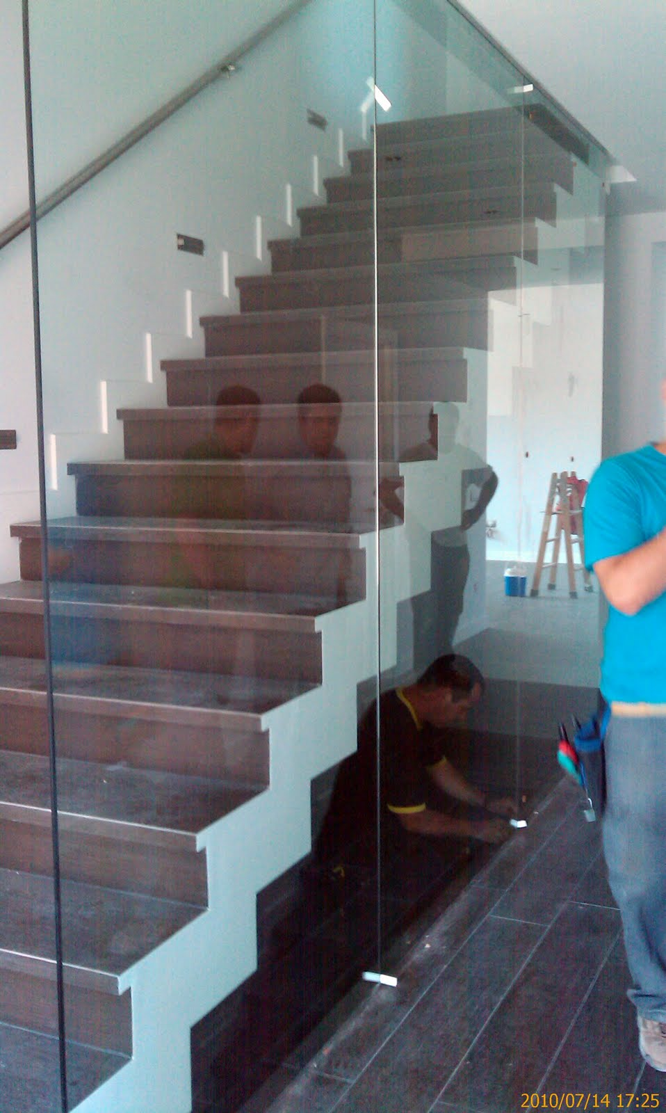 Equipo aparejador arquitectos t cnicos zancas escalera - Escaleras de vidrio ...