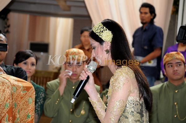 Foto-foto+Pernikahan+Nia+Ramadhani+-+Ardi+Bakrie+5.JPG