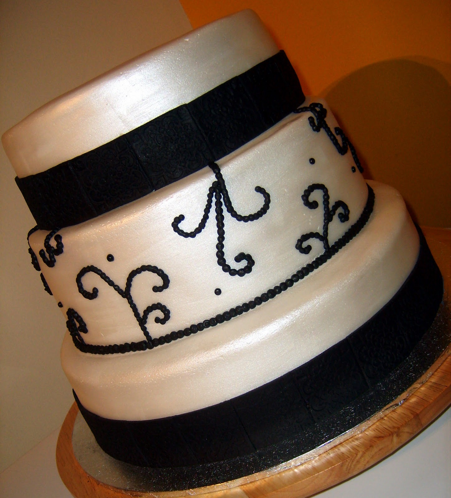 Caketopia Black and White Wedding Cake