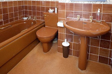 1970's tile bathroom