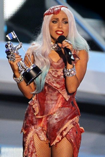 Foto Baju Daging Ala Lady Gaga