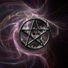 Sou uma Bruxa porque uso as energias da natureza e celebro seus ciclos.