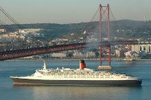 QE2 in Lisbon 2005-12-13
