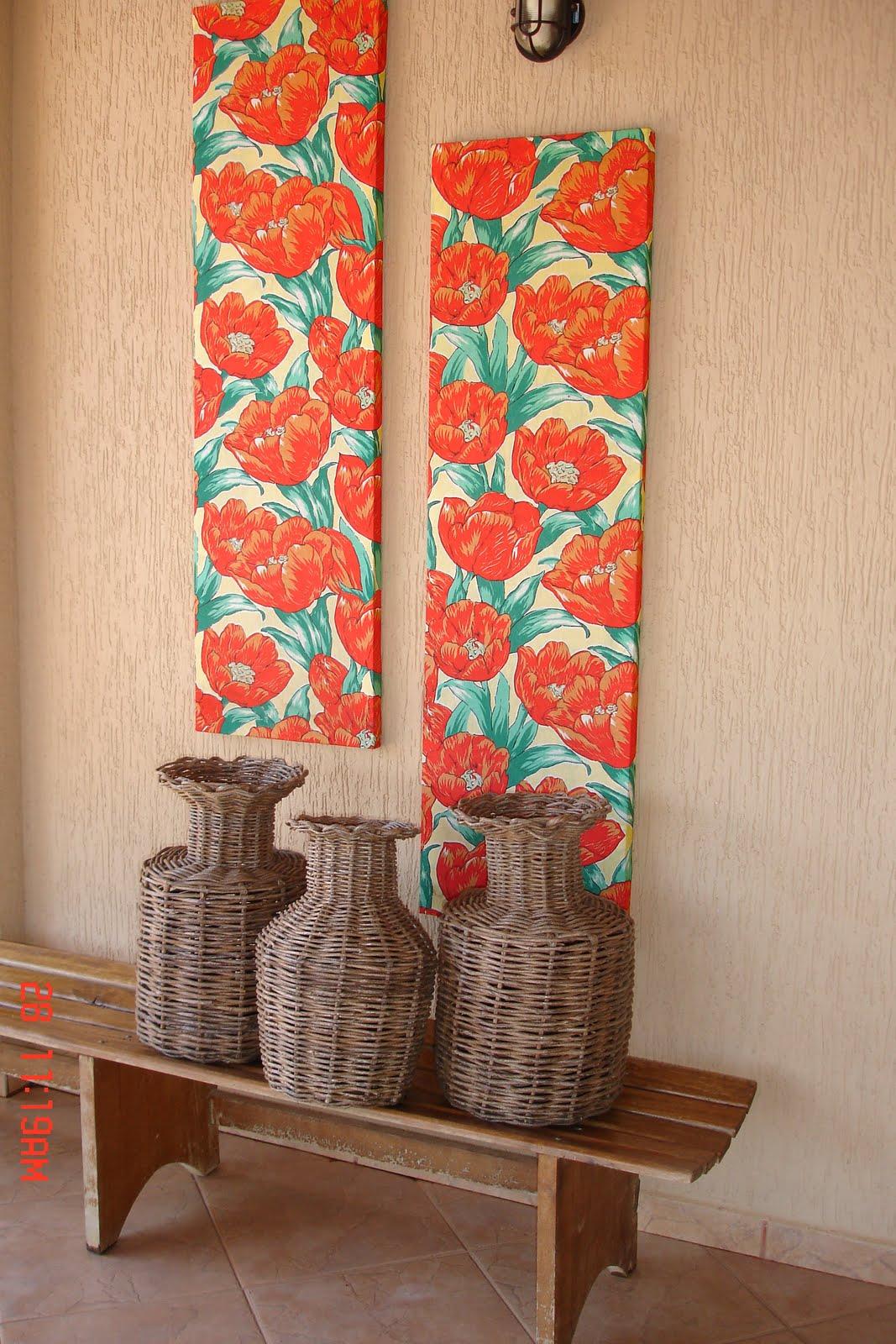 de ripa vasos de palhinha e banco de madeira fazem da varanda um #B72714 1067x1600