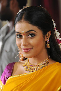 Poorna In Aadu Puli Movie Stills