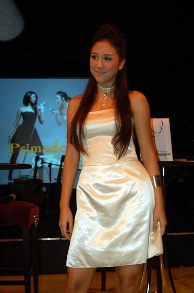 paha Mulus Sherina Munaf - foto artis celebrity female style