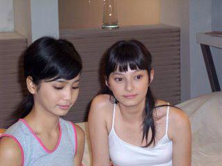 http://3.bp.blogspot.com/_fD_7AstW-4U/TPr-MBj_JjI/AAAAAAAAAwc/D-4wq4mQVj4/s1600/asmirandah_bikini+%25281%2529.jpg
