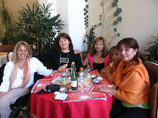 En el Restaurante Sol Naciente de la Avenida Entre Ríos con amigas