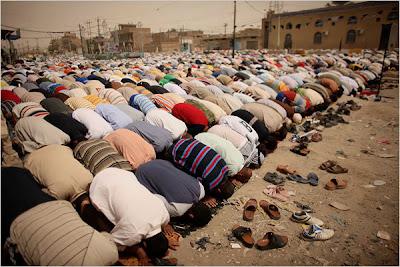 http://3.bp.blogspot.com/_fFaG8DQ6B1E/THjrPWsfkyI/AAAAAAAAAgk/OLdOUYmcSXk/s1600/Sholat+Berjamaah+di+Shadr+City+-+Irak.jpg
