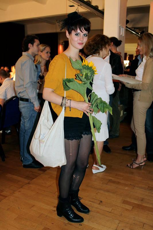 Die besten Gästestyles der Best Sabel Berlin 2010 zerrissene Strumpfhosen und Pillbox-Hut