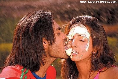http://3.bp.blogspot.com/_fKMLChf_W00/S1g4eT9_TBI/AAAAAAAAA3w/_BdIlcdcJNI/s400/sanjana-kissing+%282%29.jpg