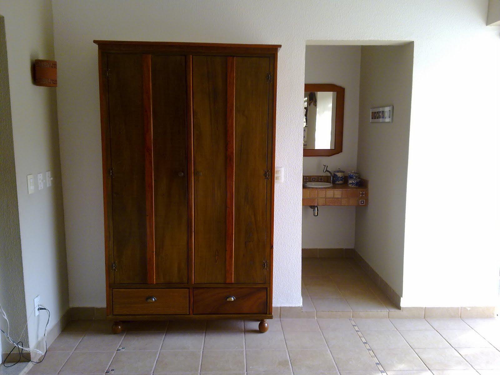 movelaria: Armario em madeira maciça #38200B 1600x1200