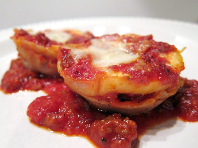 """Lasagna """"Cupcakes"""" - layer wonton wrappers, cheese and sauce in muffin pan"""