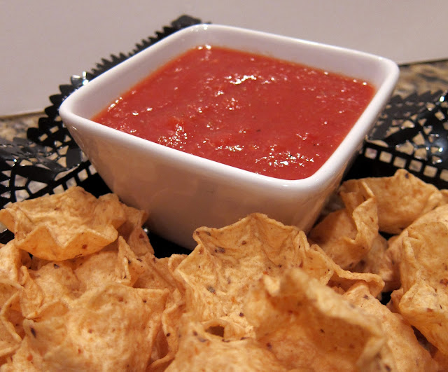 Los Barrios Salsa Recipe - only 5 ingredients to make this authentic Mexican salsa! SO good. Tastes just like the Mexican Restaurant.
