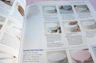 Un livre pour la pâte à sucre: Celebrate with fondant (Wilton) 2