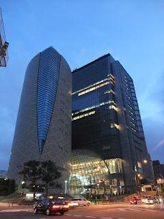 大阪歴史博物館とNHK大阪の夜景